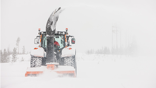 valtra tractor and twintrac in winter